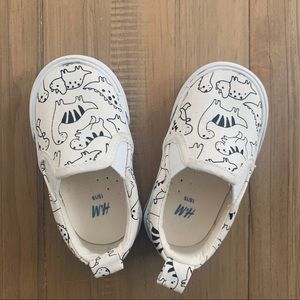 H&M   Dinosaur Print Slip-on Shoes